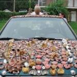 Subaru polepené 70 zubními protézami