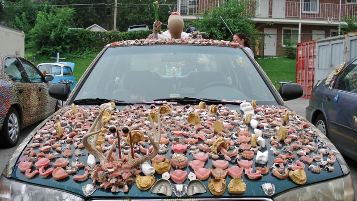 meet-chewbaru-a-subaru-covered-in-70-pounds-of-dentures-that-will-creep-you-out_2