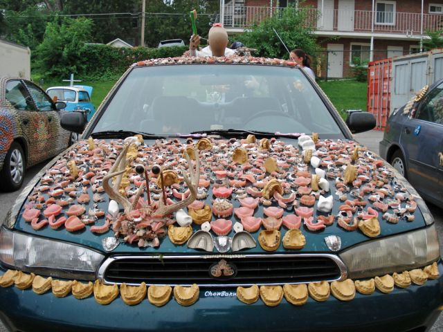 meet-chewbaru-a-subaru-covered-in-70-pounds-of-dentures-that-will-creep-you-out_3