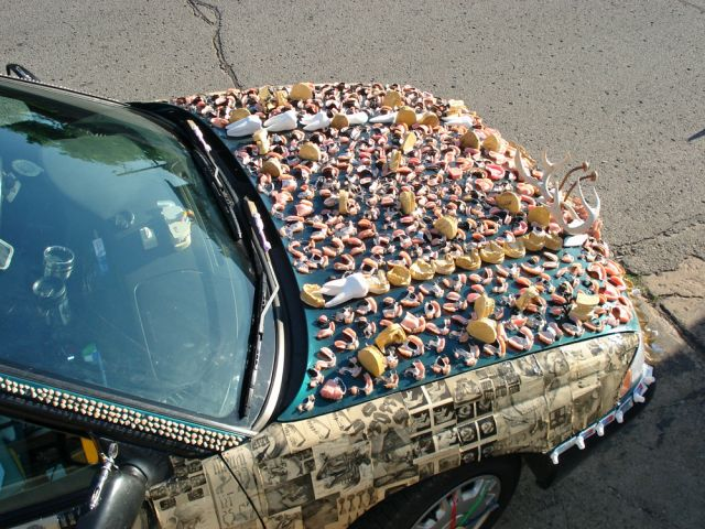 meet-chewbaru-a-subaru-covered-in-70-pounds-of-dentures-that-will-creep-you-out_8