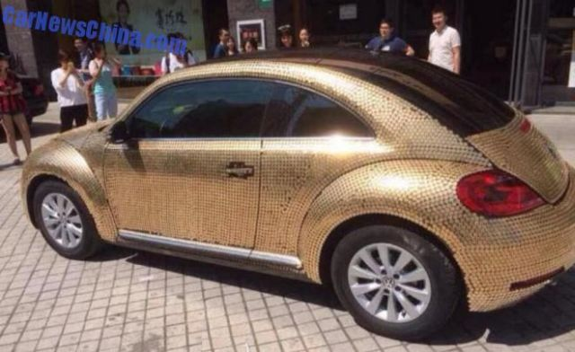 china-volkswagen-beetle-covered-in-coins-is-so-money_3