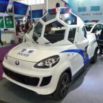 Čínský policejní vůz s podivnou kabinou