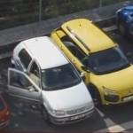 Česká řidička bravurně parkuje (video)