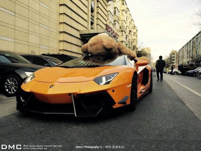 lamborghini-aventador-wearing-a-teddy-bear-on-its-roof-stops-traffic-in-china_5