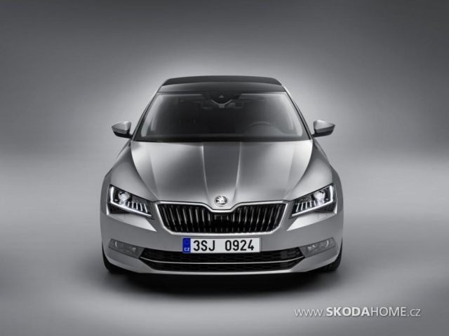 first-official-photo-of-2015-skoda-superb-leaked_6