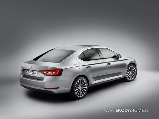 first-official-photo-of-2015-skoda-superb-leaked_7