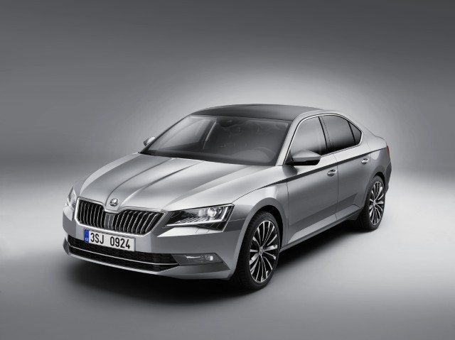 first-photo-of-2015-skoda-superb-leaked_2 (1)