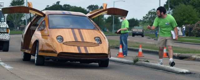carpenter-builds-stunning-futuristic-cars-out-of-wood-video_5