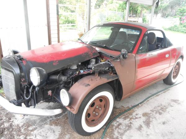 miata-gets-frankenstein-front-end-makeover-imprersonates-a-classic-mercedes_1